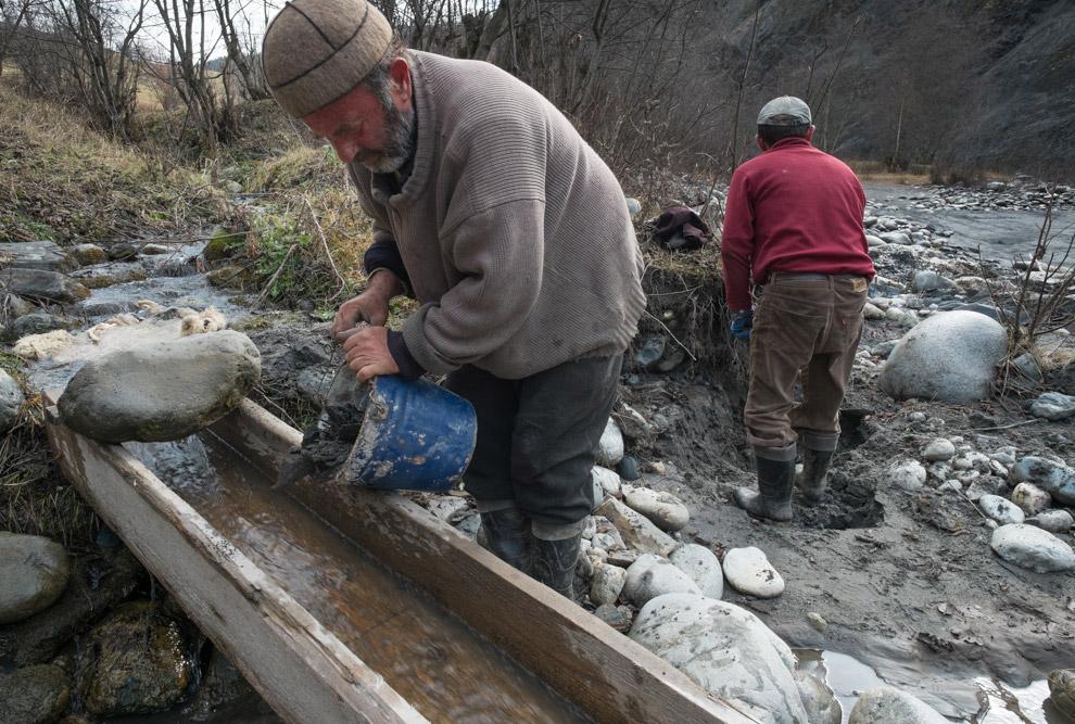 Как и у рыбаков, у старателей есть свои истории и легенды. Я думаю вы поняли, что показывает Му