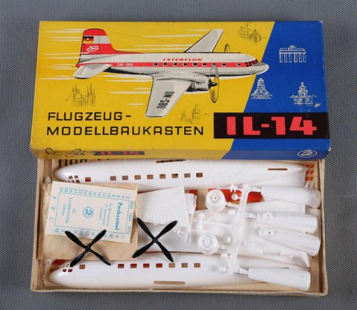 Сборная модель самолета. Получить такой подарок было огромным счастьем.