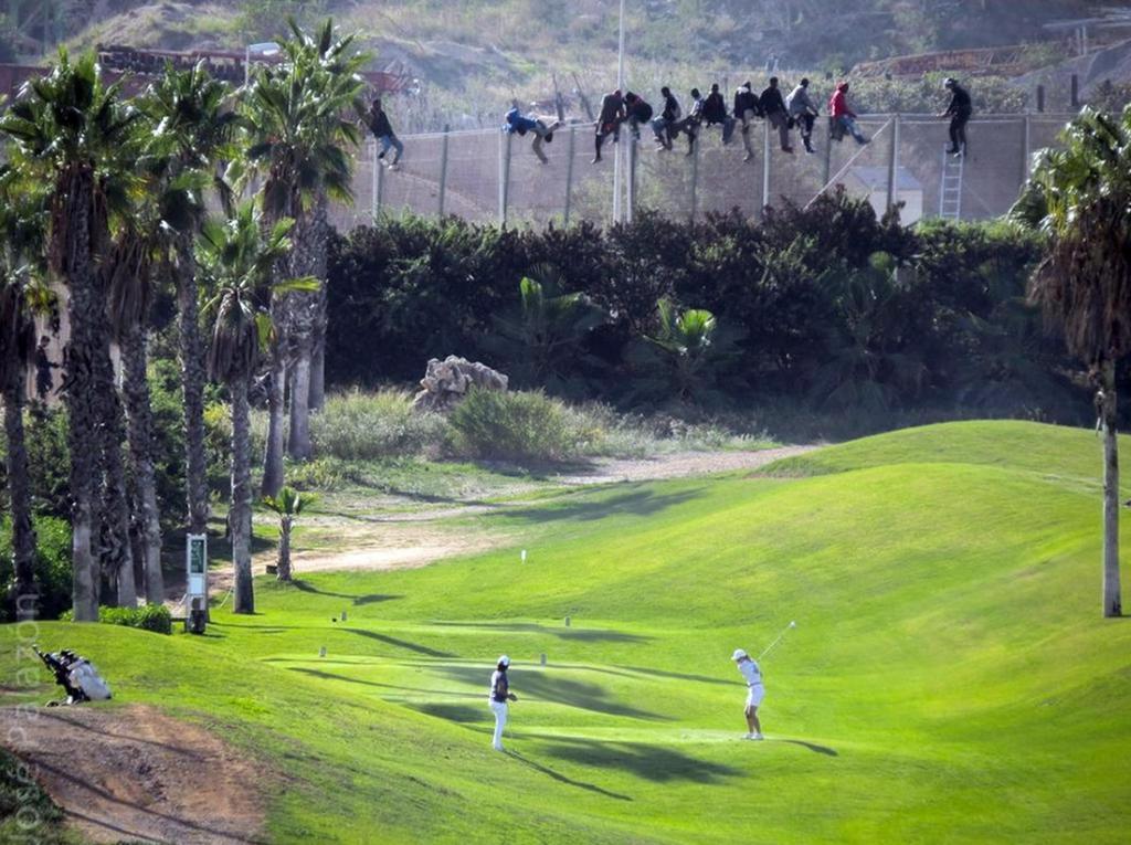 Магнитом желающих попасть в Европу притягивают два крошечных испанских анклава в Марокко — Мелилья и