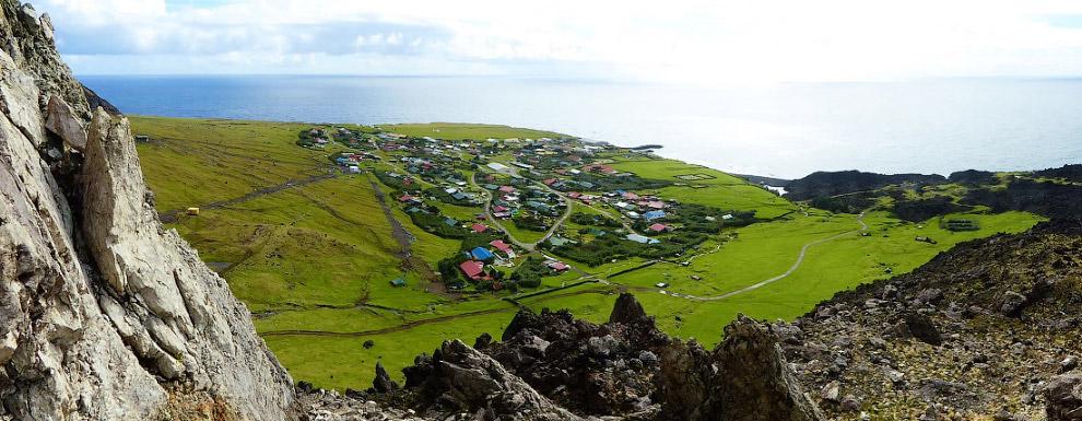 31. Согласно данным переписи населения 2016 года, население острова — 267 человек. Все жители —