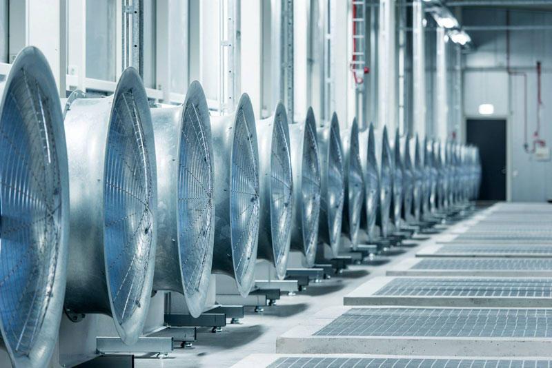 5. Все оборудование в центре обеспечивает электроэнергией местная гидроэлектростанция, которая работ