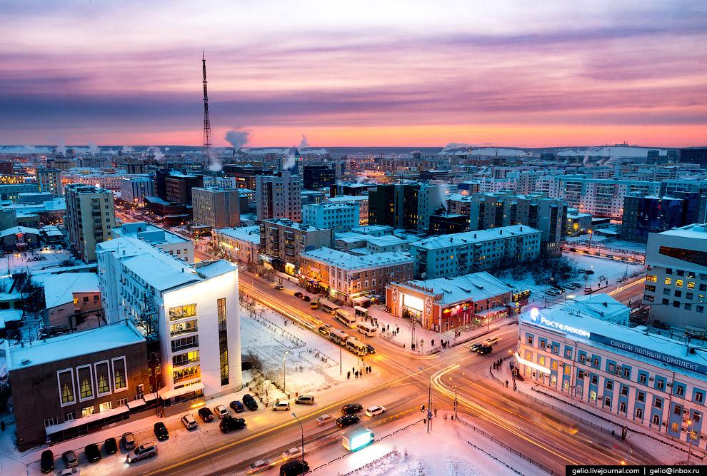 8. До начала XX века проспект Ленина назывался улицей Большой и был вымощен деревянной брусчатк
