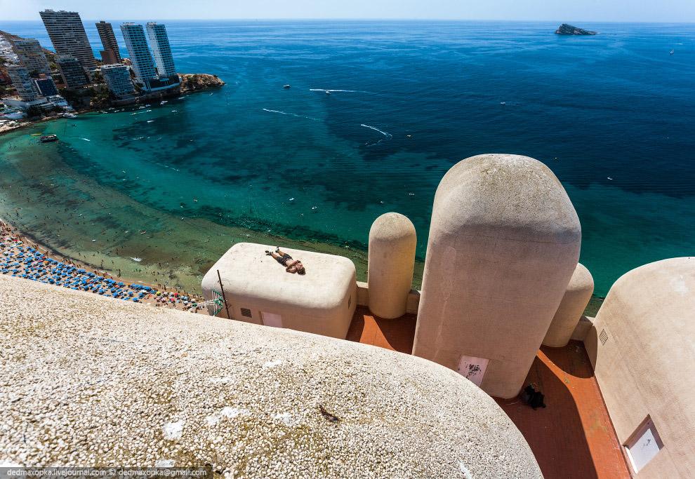 Следующим интересным местом был Гибралтарский пролив . Сначала мы приехали в Гибралтар, но оказ