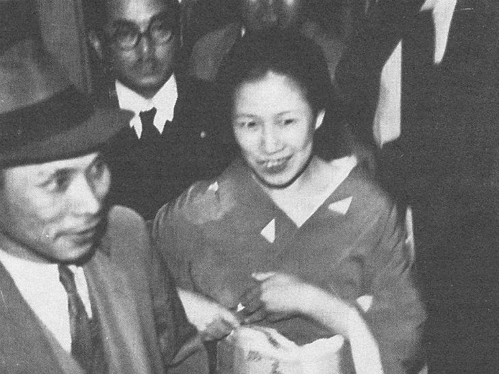 Сада Абэ с детства мечтала стать гейшей и училась этому искусству в школе гейш Иокогамы. Однако впос