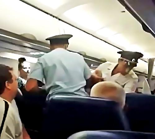 Ваэропорту Челябинска срейса на столицу России сняли нетрезвого авиадебошира
