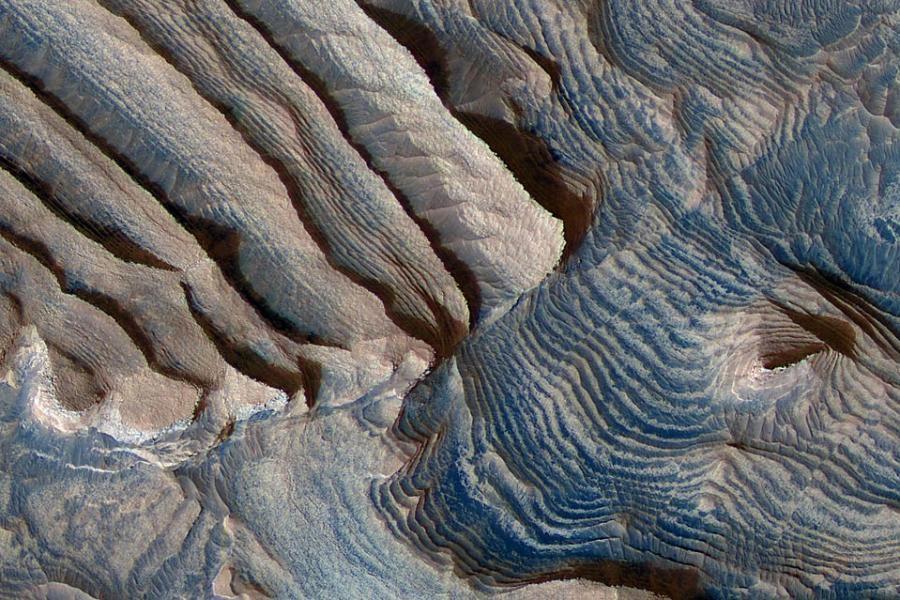 Ровер споверхности Марса запечатлел его луну