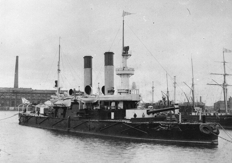 Броненосец береговой обороны «Адмирал Ушаков» в Галерной гавани. 1897 г.