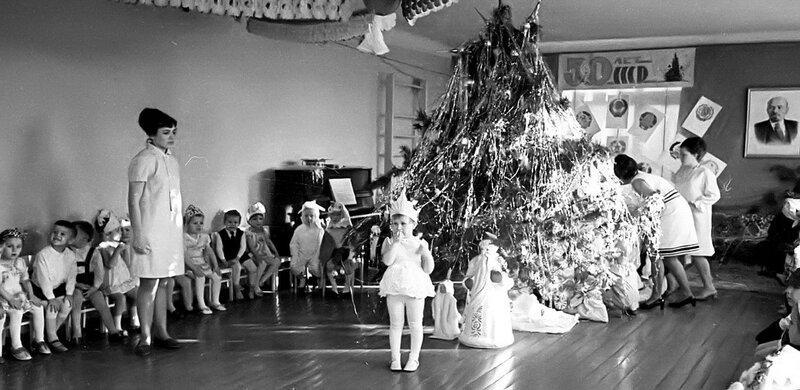 В Новогоднем детсаде Светлячок... 1972 год. Фото Н. Бродяного.jpg