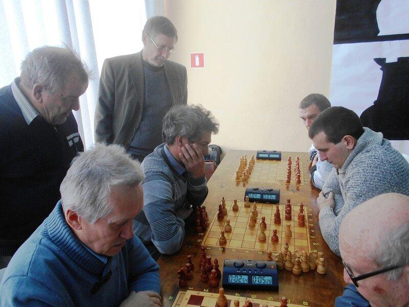 Обдумывание ... Шахматный турнир. Выселки. Декабрь 2016