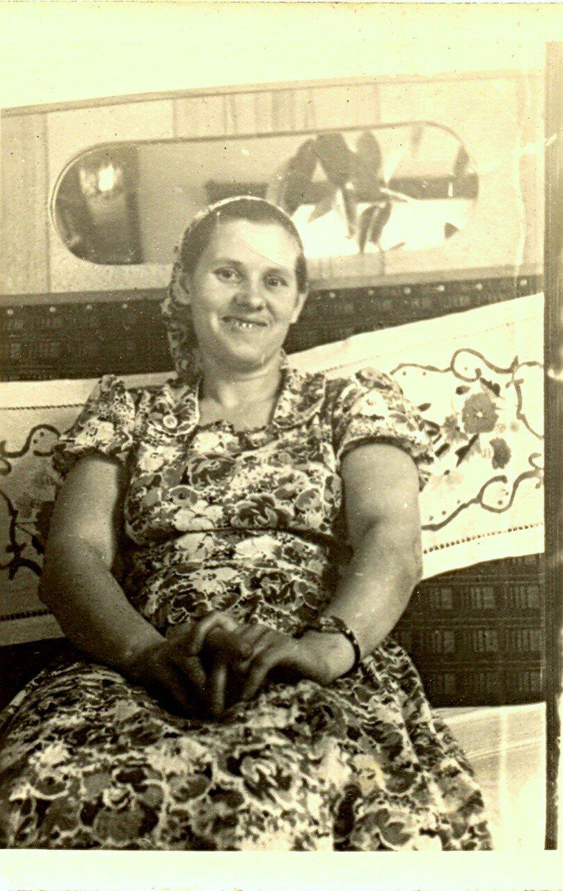 Мама Гали из Амвросиевки... Начало 60-х... .jpg