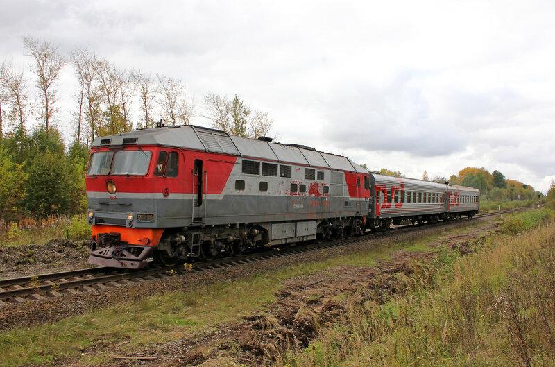 Поезд 6696 под тепловозом ТЭП70-0084 Бологое - Сонково на перегоне Шишково - Бежецк, платформа Сменово, шире угол