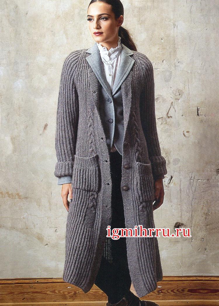 Серо-коричневое длинное пальто с карманами. Вязание спицами