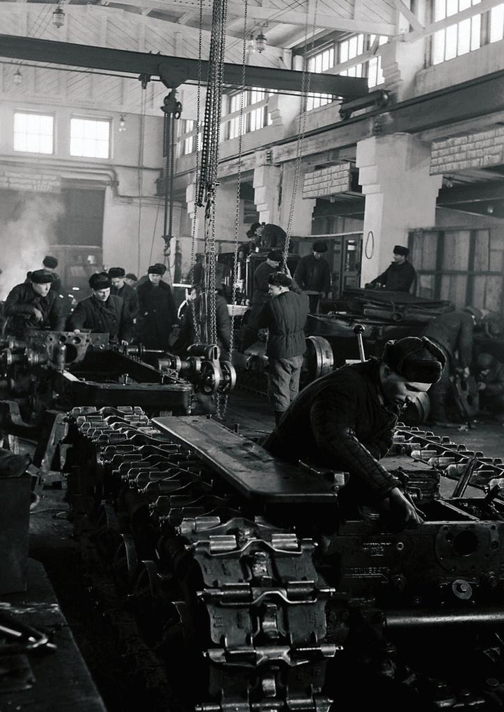 Челябинск. Тракторный завод. Цех сборки гусеничных тракторов