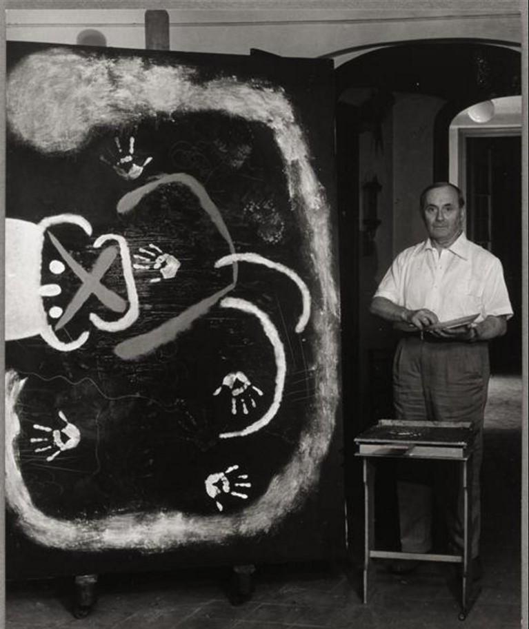 1950. Жоан Миро в своей студии в Барселоне
