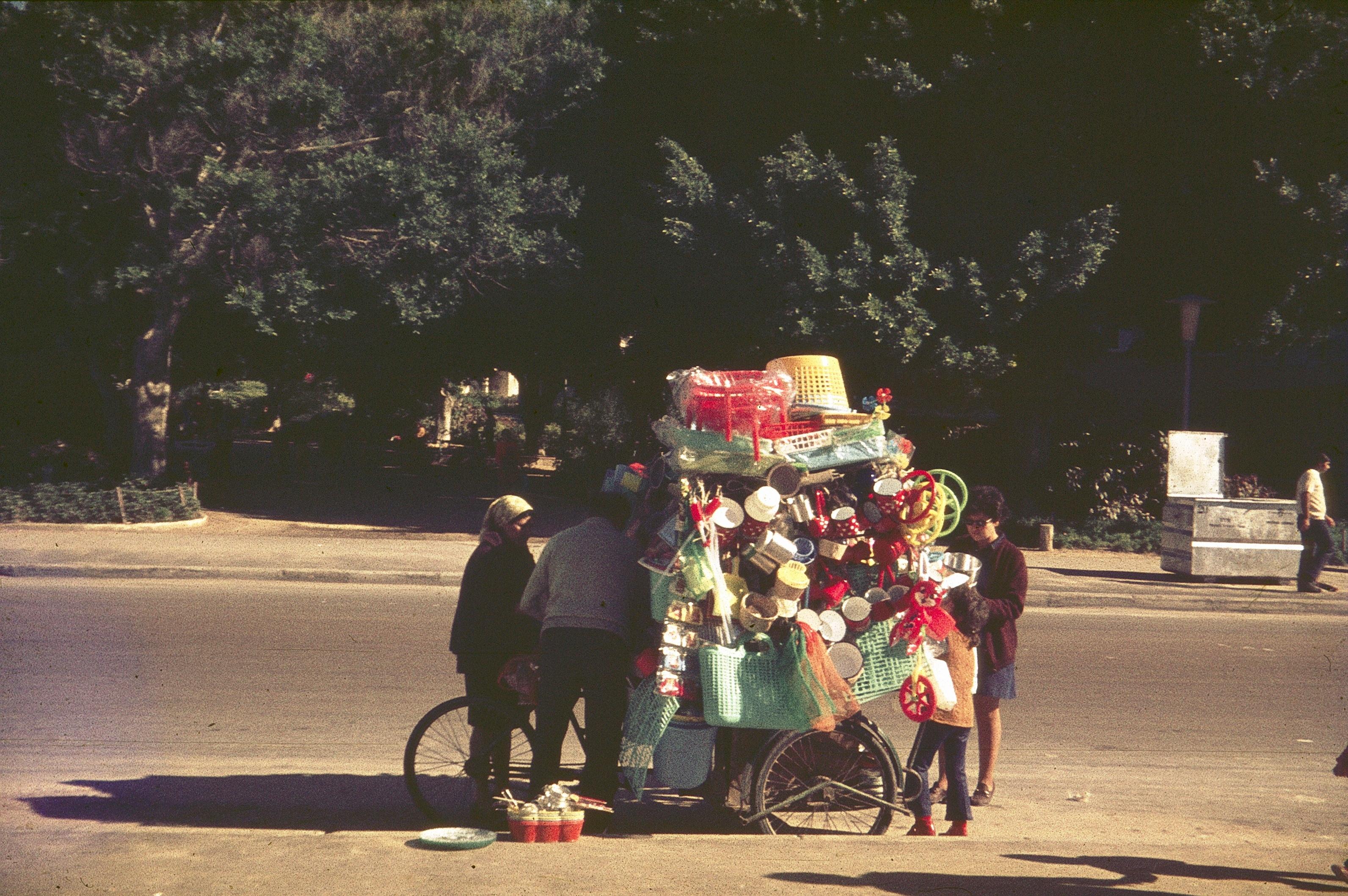 Бат-Ям. Уличный торговец