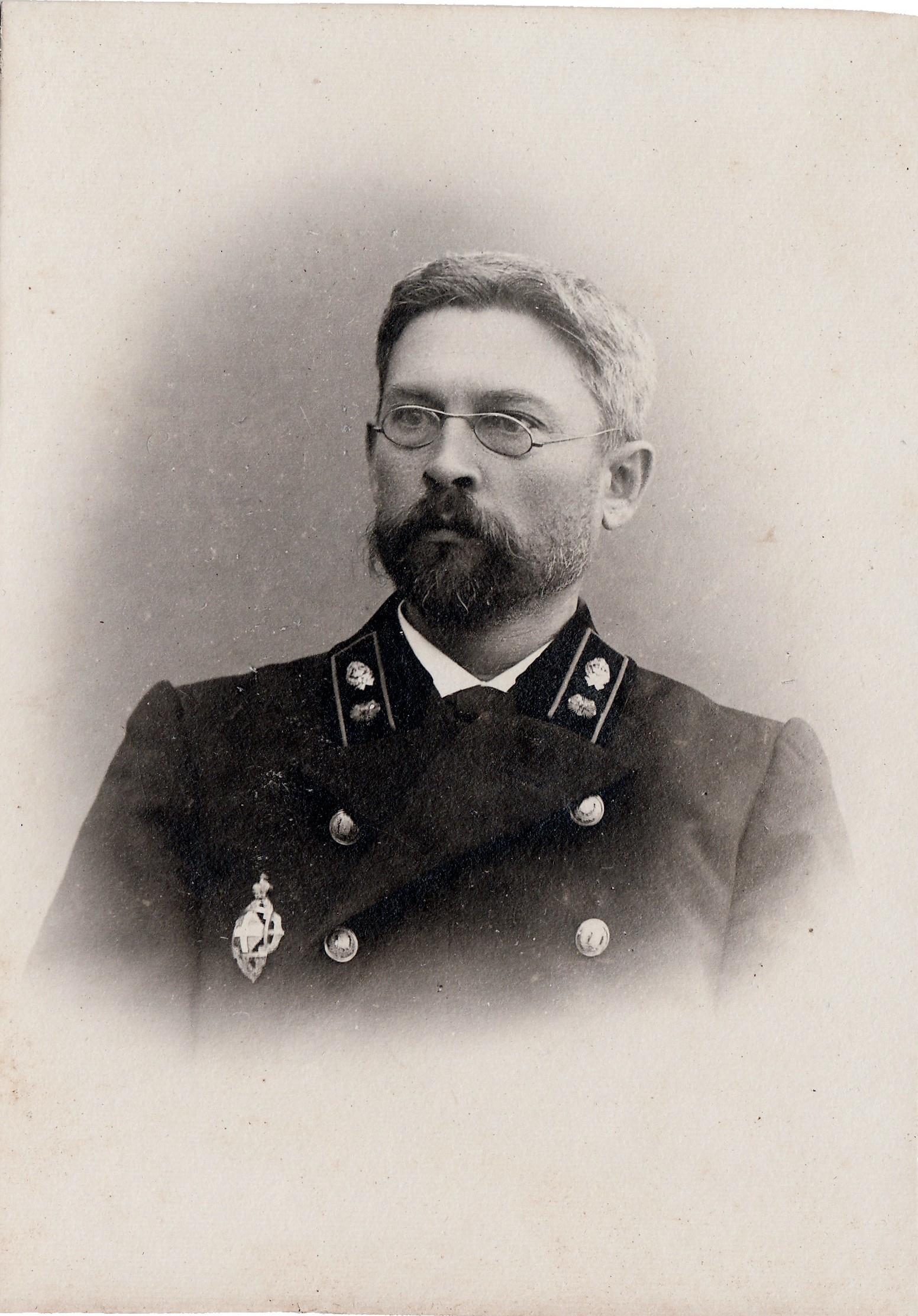Левкоев Иван Григорьевич, статский советник – латынь (умер 5 (9) марта 1915 года в возрасте 53 лет, от воспаления сердечной оболочки и печени