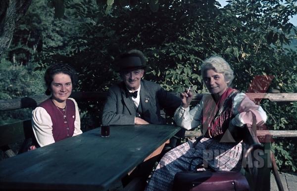 stock-photo-party-badge-vienna-wien-austria-costume-summer-1938-9540.jpg
