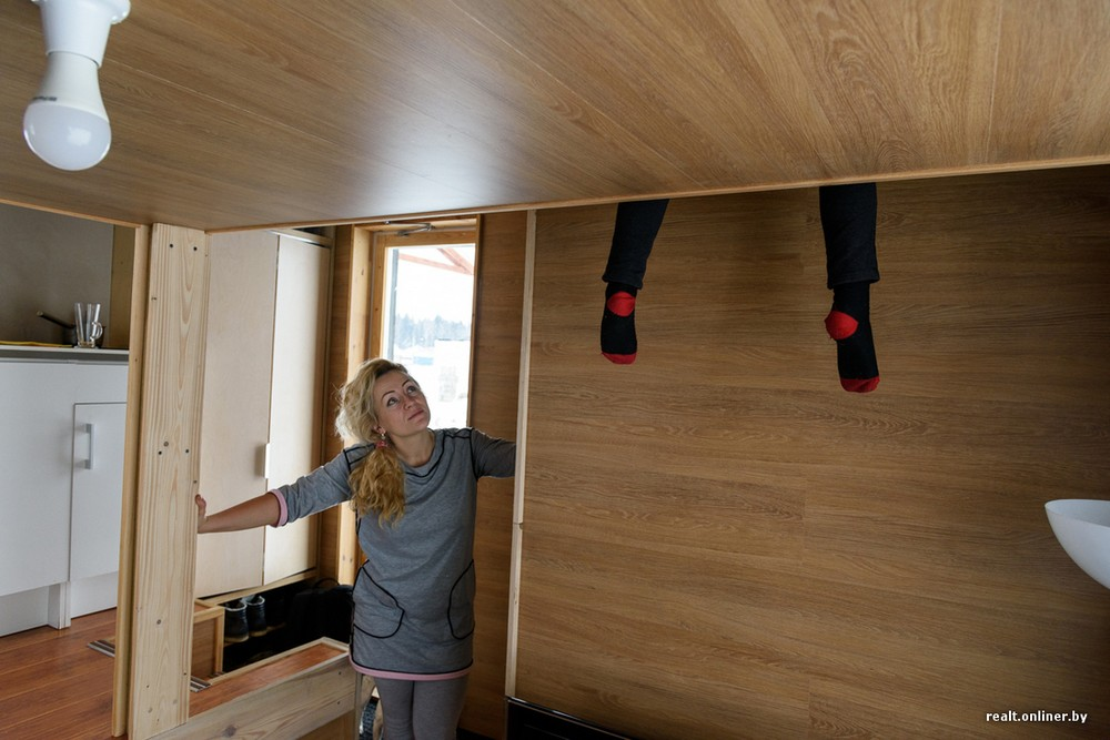 Семья живет в микродоме площадью 16 квадратных метров под Минском