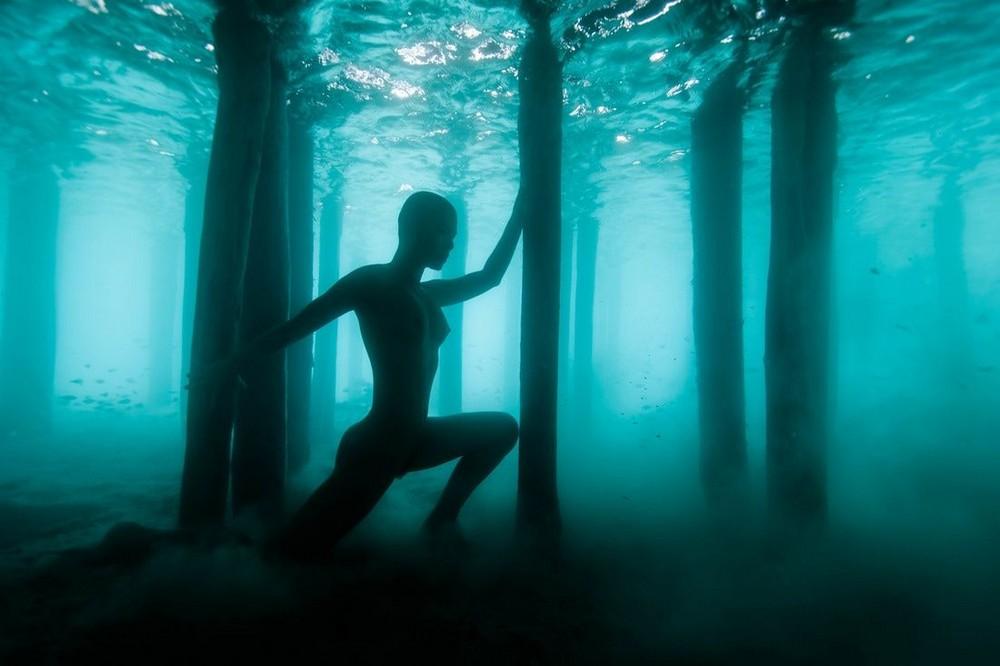 Обнаженная Мариса Папен в подводной фотосессии