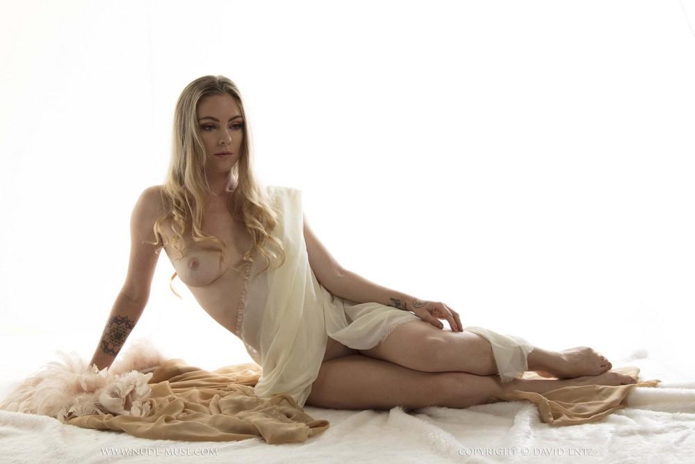 Venus Rose в откровенной фотосессии