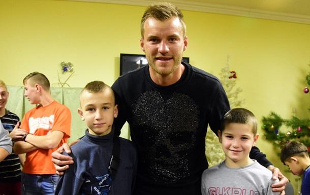 Ярмоленко поздравил детей спраздниками