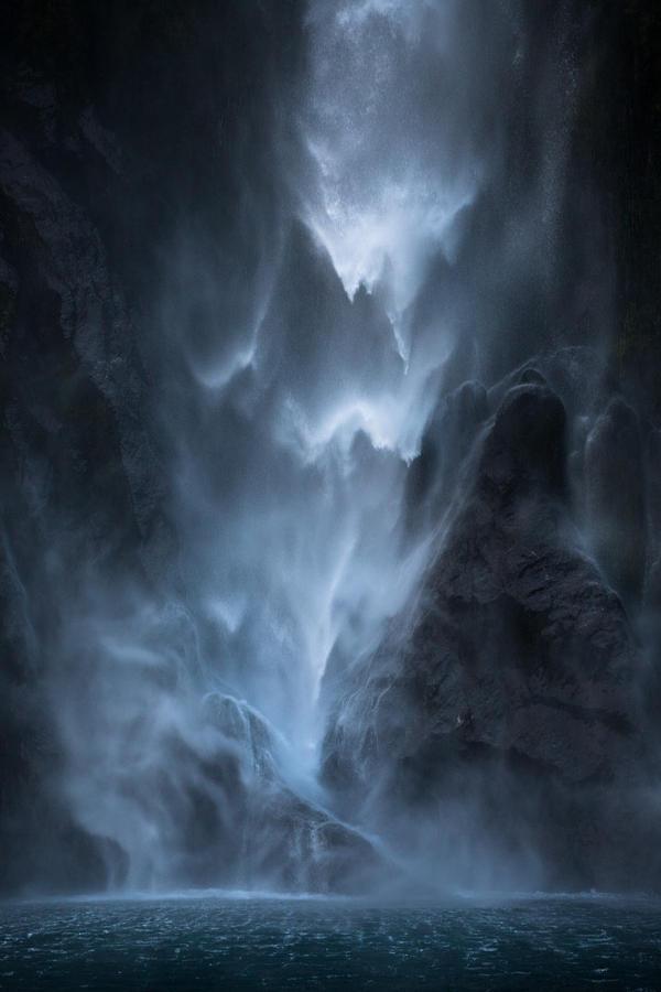 11.Падающая вода.