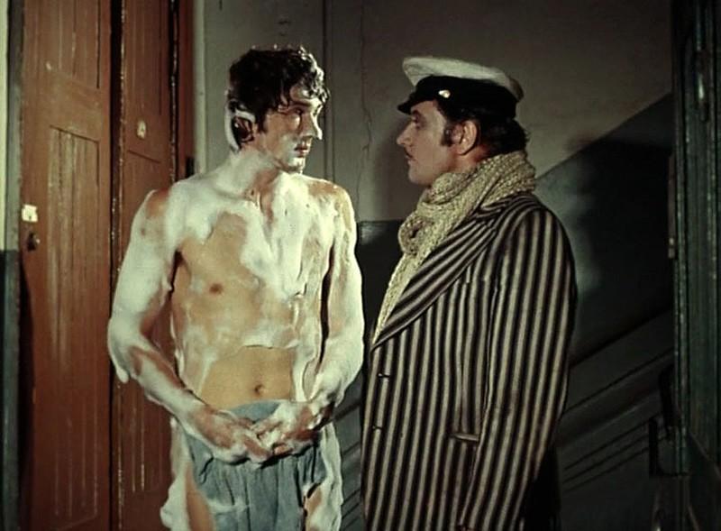 5. Муж Эллочки-людоедки в экранизациях «12 стульев» Л. Гайдая (1971) и М. Захарова (1976) в исполнен