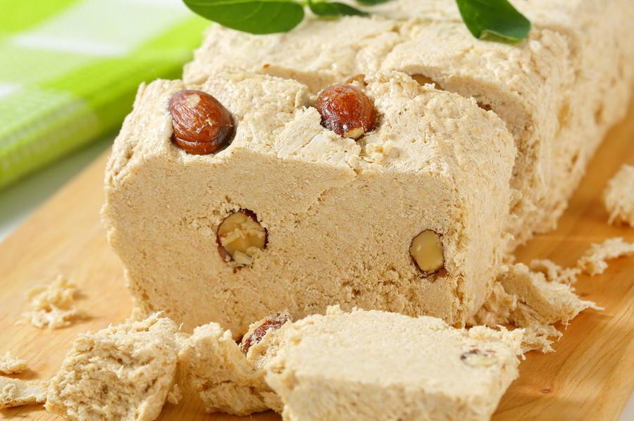 8. Халва. На 100 грамм продукта калорийность халвы составляет 190 калорий. В состав халвы входят все