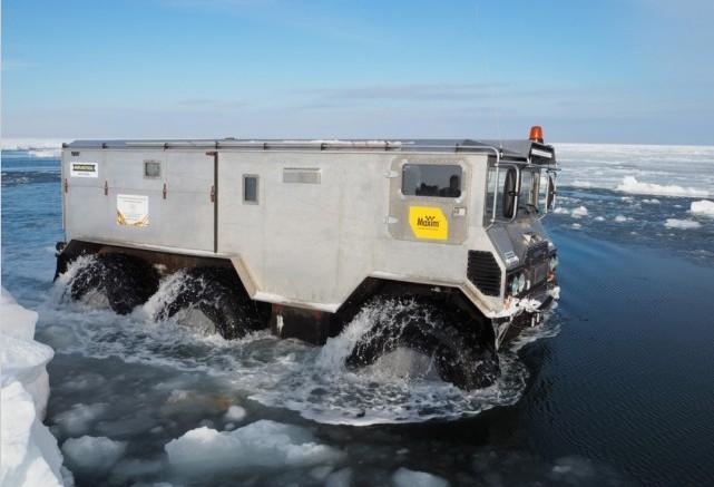 Испытатели проверили вездеход на льду и его способности двигаться по торосам. Опытным путём выяснили