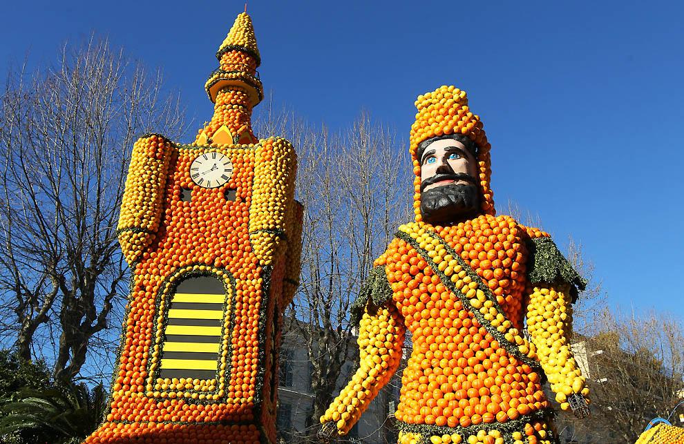 10. Колокольня и великан, символизирующие северный регион Франции. (Valery Hache, AFP / Getty Images