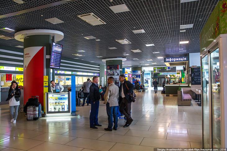 2. Прямого авиасообщения между Украиной и Россией нет уже два года, поэтому добраться сюда из Москвы