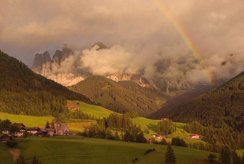 17. Часовня Святого Иоганна одна-одинешенька скромно стоит на просторном альпийском лугу.