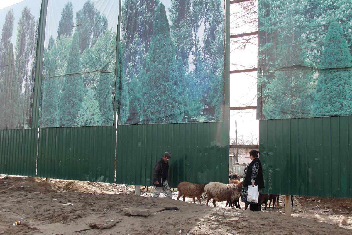 Европейская часть Ташкента разрасталась, а старые глинобитные кварталы жили своей жизнью с устоявшим