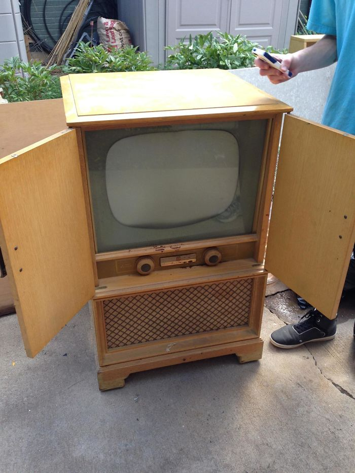 «Бабушка отдала мне свой старый телевизор, чтобы я мог