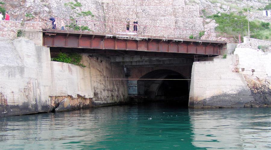 База подводных лодок Во времена СССР это место обозначалось на секретных картах только как «объект 8