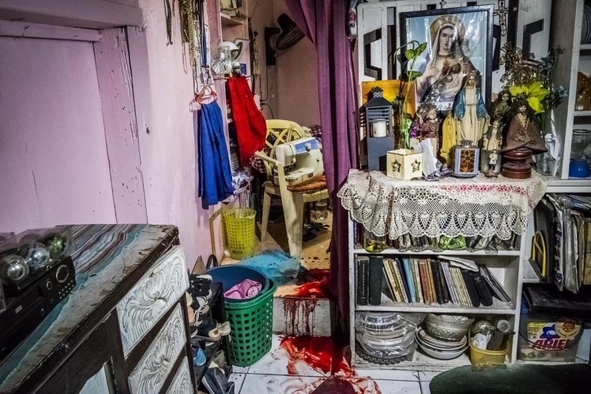 Флорджона Круза убили в доме его матери, куда он пришел, чтобы отремонтировать радиоприемник.