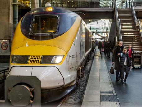 Встолице франции пассажир пронёс впоезд снаряд времён 2-ой мировой войны