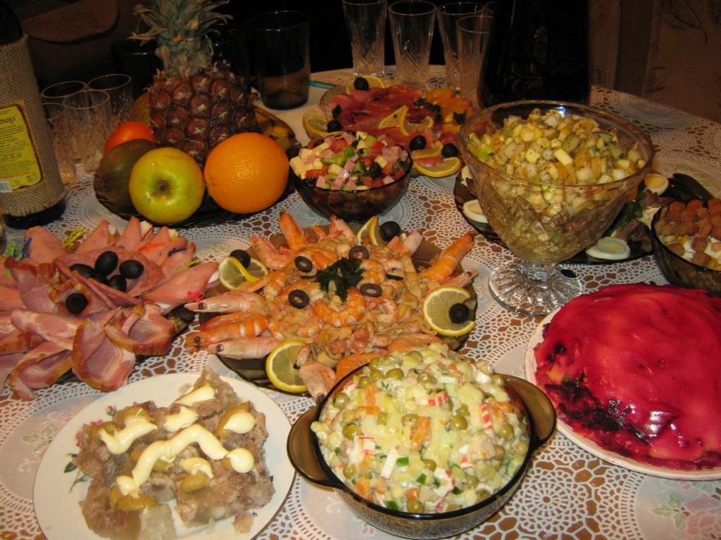 Уложиться в5585 руб: в российской столице оценили стоимость новогоднего стола