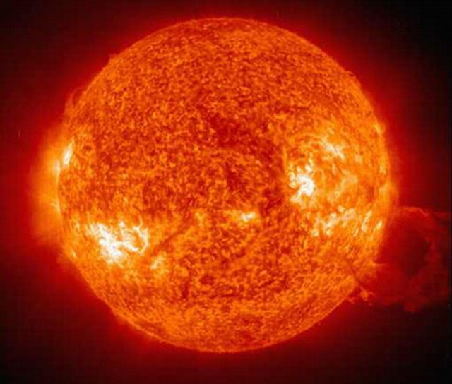 Уфолог поведал оНЛО, поднимающемся споверхности Солнца