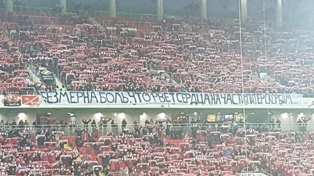 Сербские болельщики почтили память погибших вметро Санкт-Петербурга
