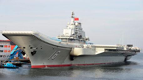 КНР спустил наводу свой 1-ый авианосец, разукрашенный лентами