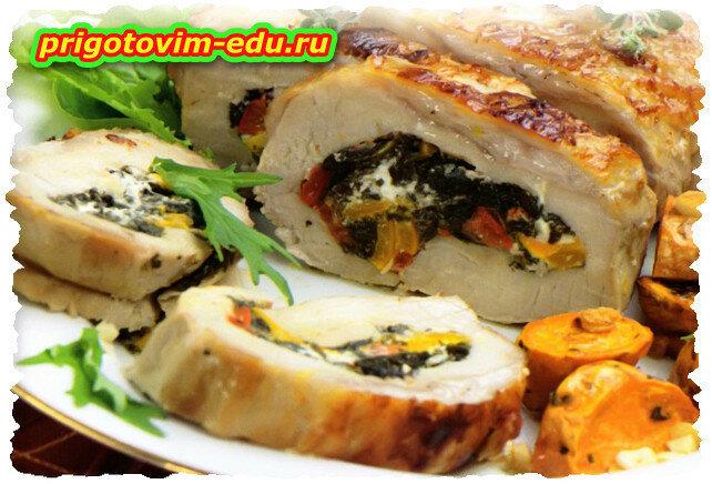 Рулет из свинины с сыром фета, шпинатом и сладким перцем