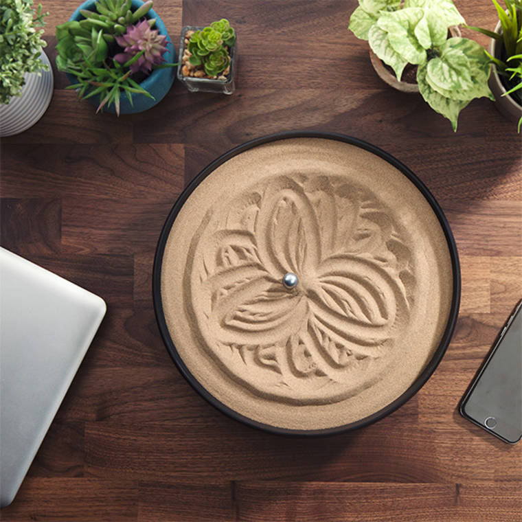 Sandscript – A gadget that draws beautiful mandalas in the sand (7 pics)
