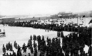 1919. Челябинск. Митинг на Южной площади 14 ноября, когда части 5-й Красной Армии, освободившей Челябинск, покидали город. Начало митинга
