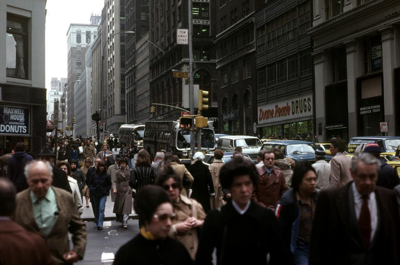 Нью-Йорк. Оживленная улица