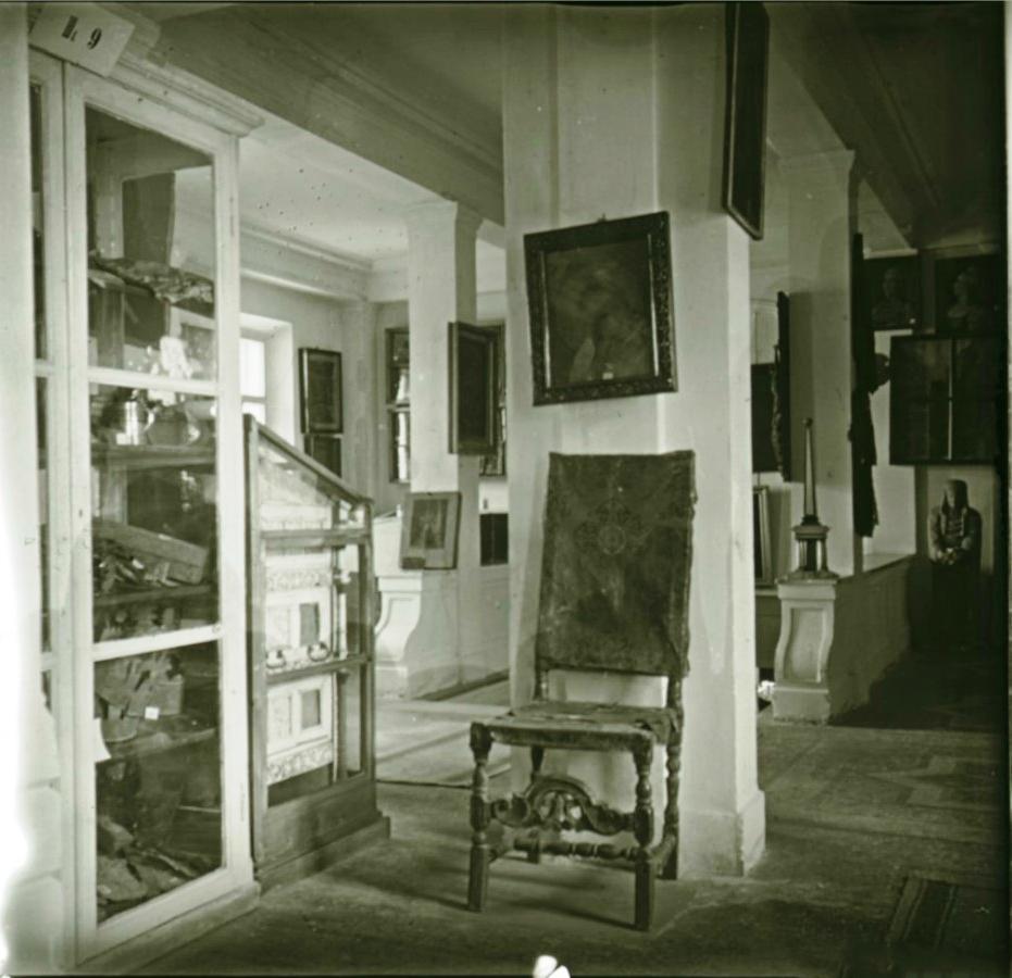 09. Вид зала русских древностей (левая сторона)