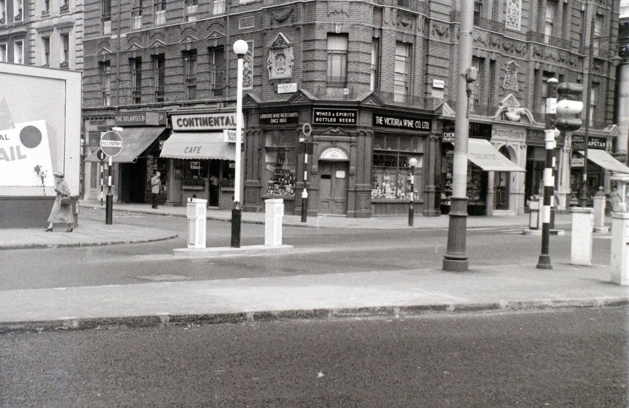 Перекресток Музеум-стрит и Нью-Оксфорд-стрит