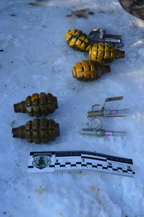 9 гранат, пистолет и патроны обнаружены на окраине Ивано-Франковска. ФОТОрепортаж