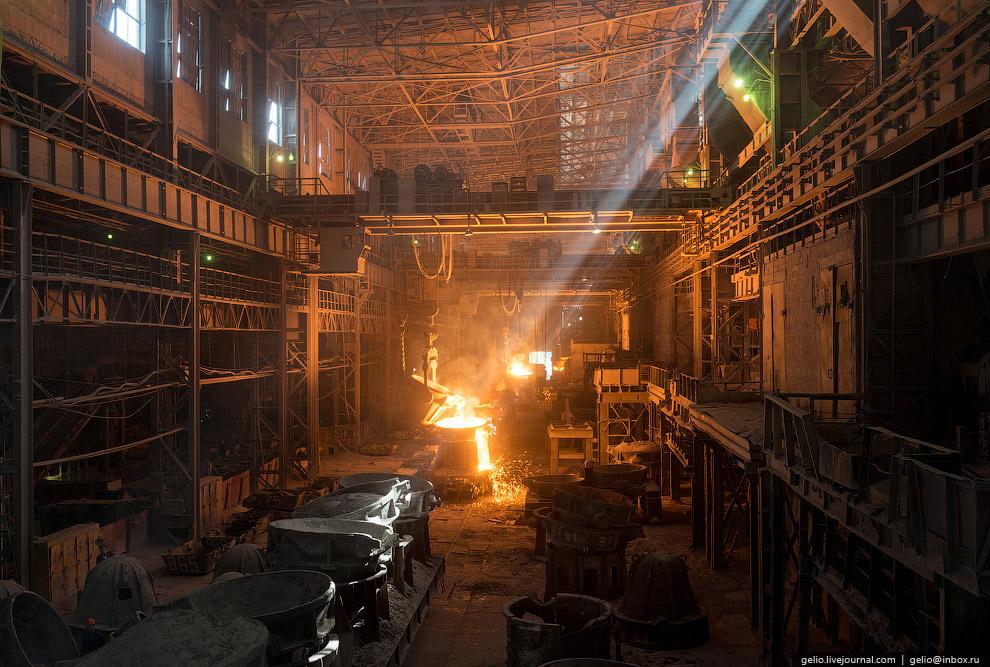 27. На Челябинском электрометаллургическом комбинате работает более 8 000 человек.