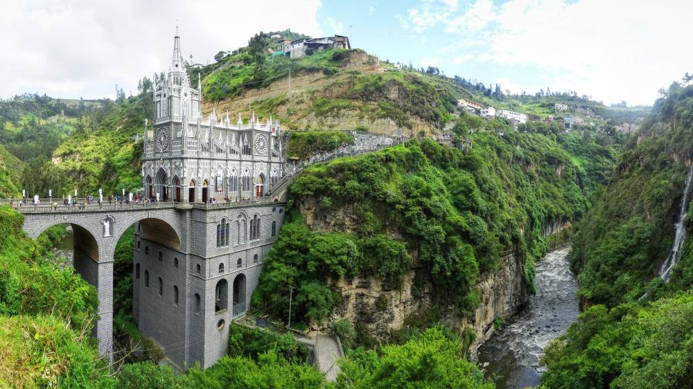© Babak Fakhamzadeh  Церковь Лас-Лахас (Las Lajas Sanctuary) расположена вущелье награнице К